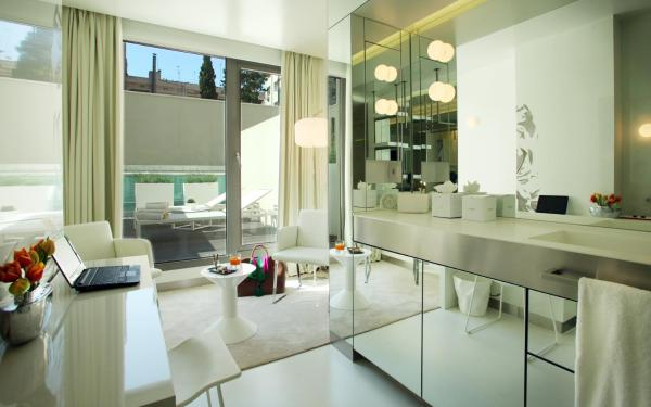 The Mirror Barcelona