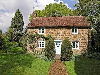 Yew Tree Cottage in Liphook, Hampshire, England