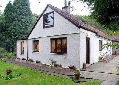 Glenmill Cottage in Mollinburn, North Lanarkshire, Scotland