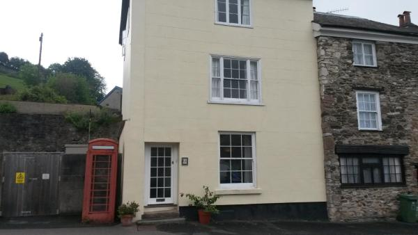 44 North Street in Ashburton, Devon, England