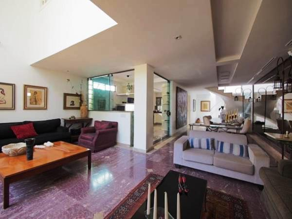 Private Suite in Lovely House