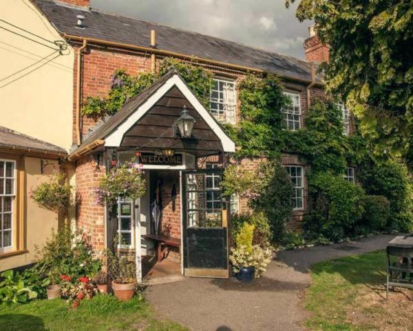 The Compasses Inn in Fordingbridge, Hampshire, England