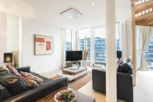 Beautiful Penthouse In Royal Victoria in London, Greater London, England