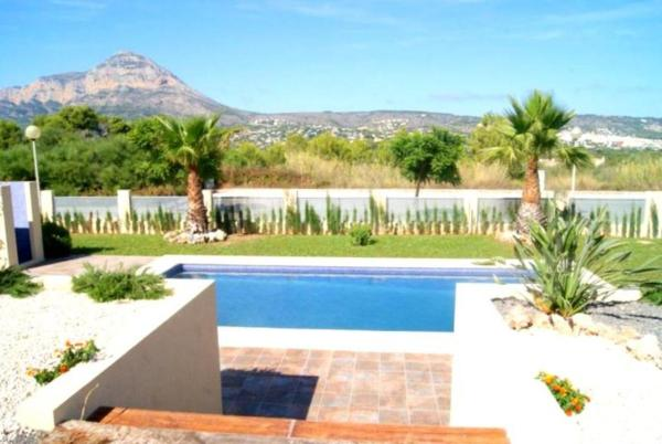 Apartment with garden, mountain view in Javea