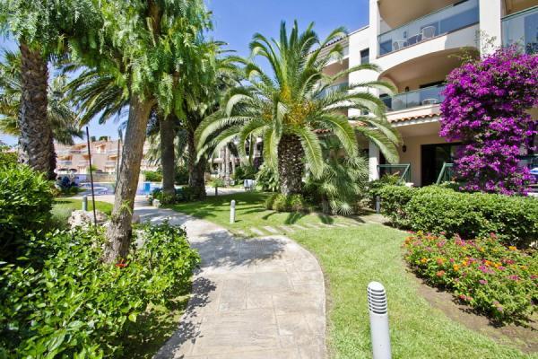 UHC Costa Linda Apartments