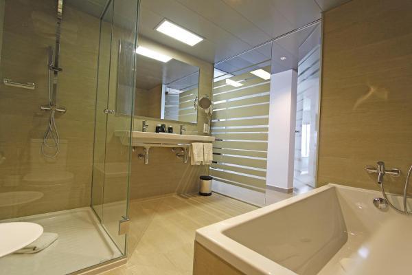 Tonga Tower Design Hotel & Suites