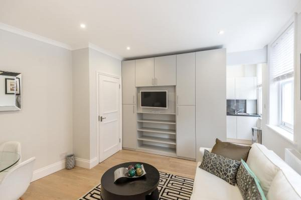 High Street Kensington Apartment in London, Greater London, England
