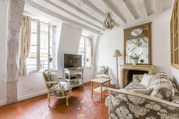 Luxury and Bright Two-Bedroom Apartment Ile Saint-Louis