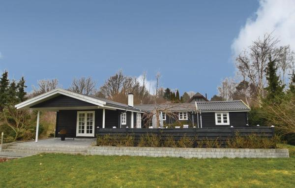 Four-Bedroom Holiday home Vordingborg with a Fireplace 05