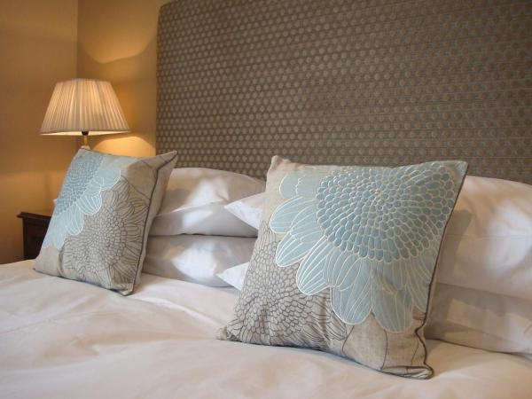 Pinfield Hotel (Boutique Bed & Breakfast) in Slough, Buckinghamshire, England