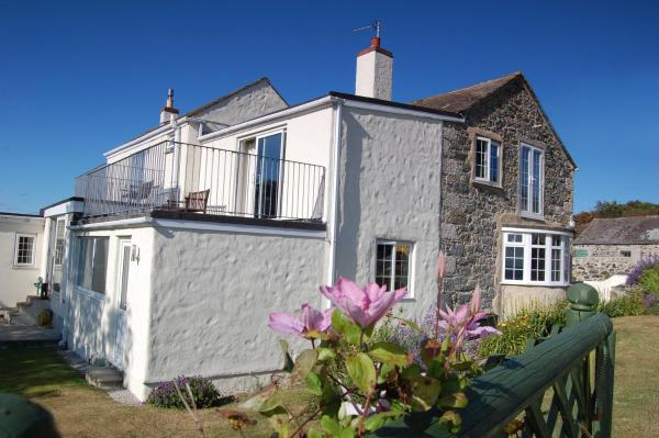 Tregaddra Farm B&B in Cury, Cornwall, England