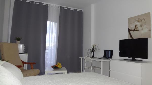 Carlos Rooms