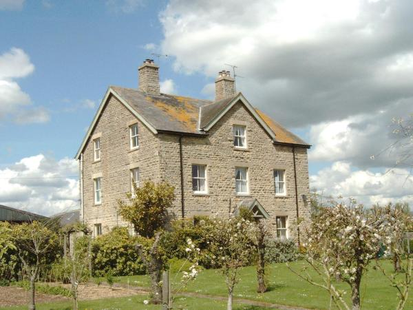 Waiten Hill Farmhouse B&B in Fairford, Gloucestershire, England