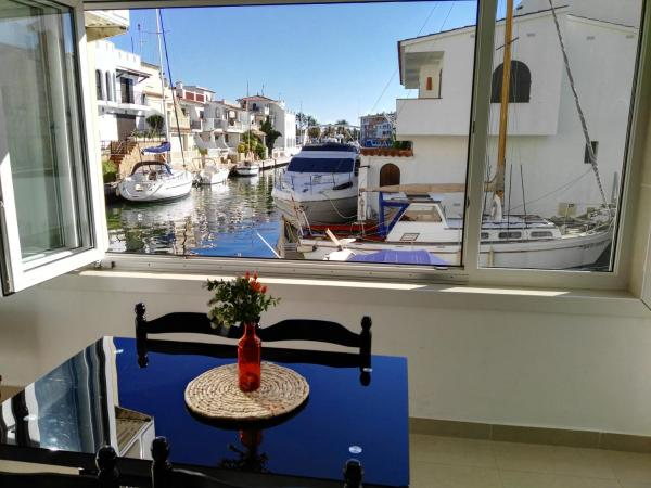 Large Two-Bedroom Apartments with terrace - Waterside
