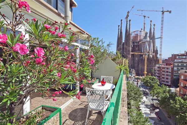 Friendly Rentals Sagrada Familia III