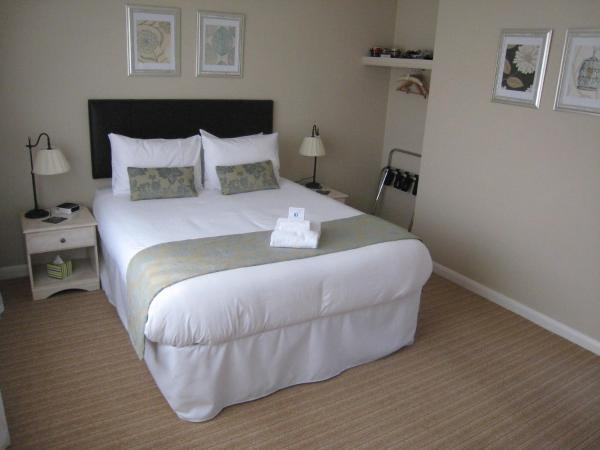 Oak Tree Lodge & Parking in Burstow, Surrey, England