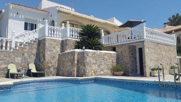 Villa Geraneos