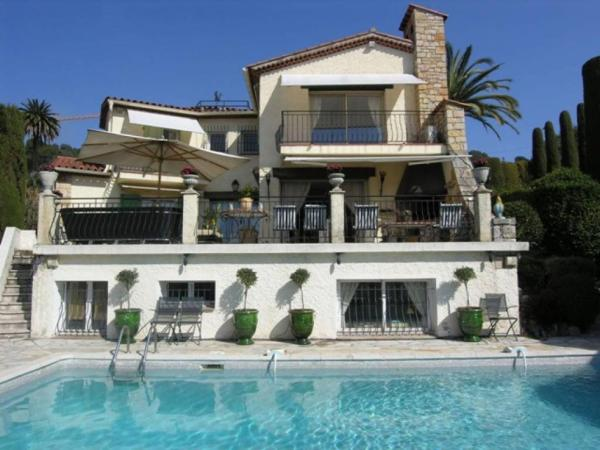 Amazing Villa Californian Style