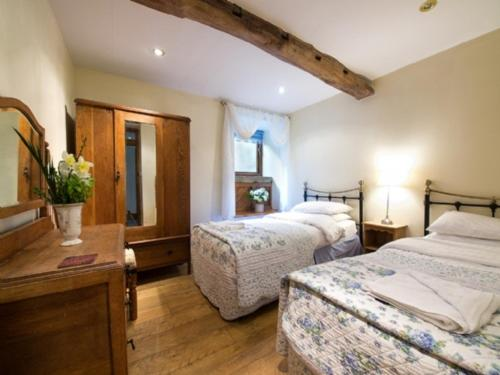 Topley Head Farm Cottages in Taddington, Derbyshire, England