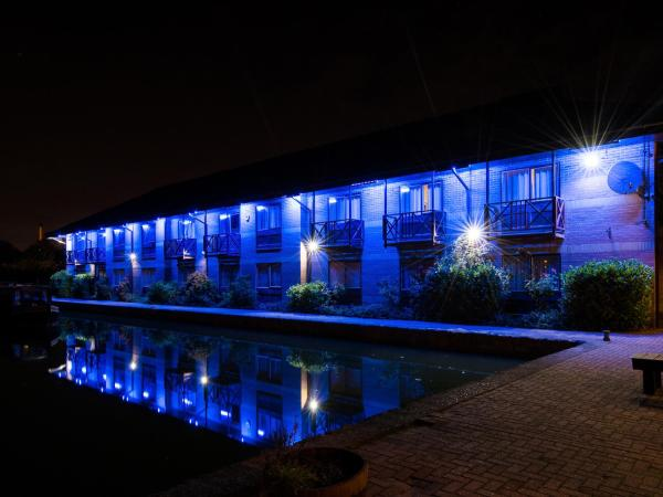 Peartree Lodge Waterside in Milton Keynes, Buckinghamshire, England