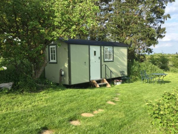 Kites Nest Shepherds Hut in Thame, Oxfordshire, England