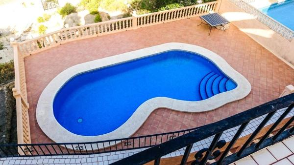 Three-Bedroom Apartment in Alicante with Pool I
