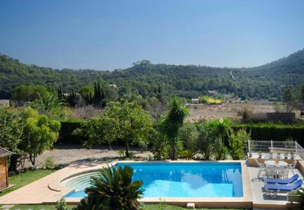 Three-Bedroom Apartment in Mallorca with Pool X