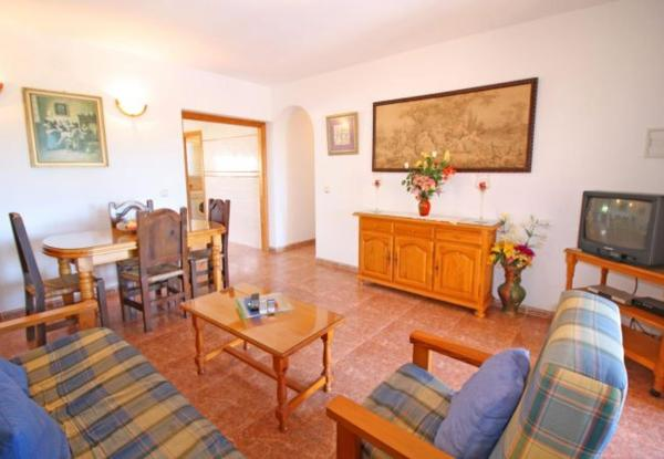 Three-Bedroom Apartment in Alicante with Pool XII