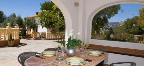 Four-Bedroom Apartment in Alicante with Pool II