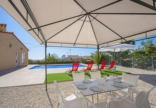 Three-Bedroom Apartment in Alicante with Pool XVII