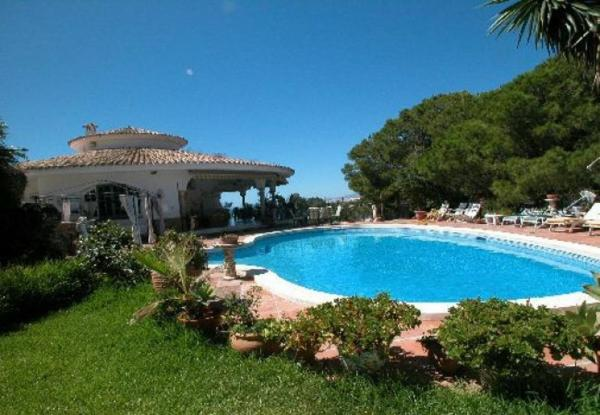 Six-Bedroom Apartment in Marbella with Pool I