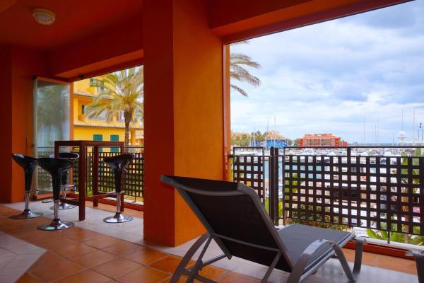 Deluxe Harbor Apartment