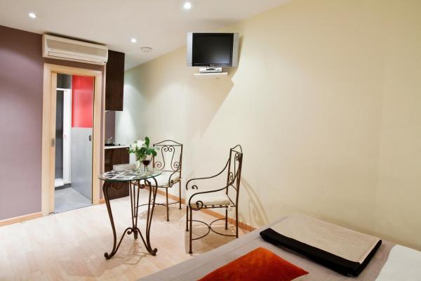 AinB Las Ramblas-Colon Apartments