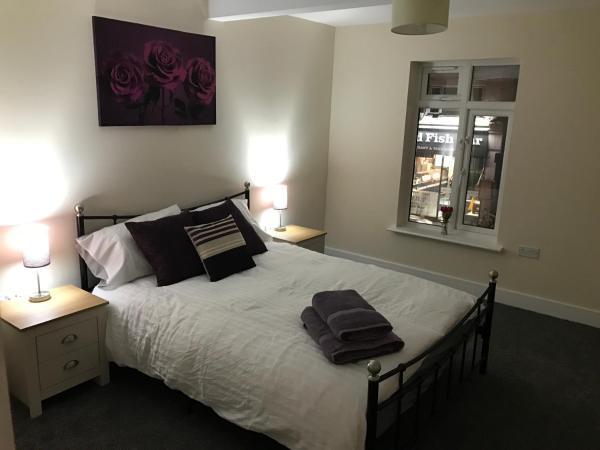 Luxury Brentwood Apartment B