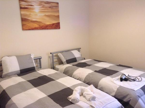 Large 6 Bedroom - Queens Drive
