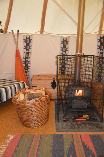 Larkhill Tipis and Yurts_1