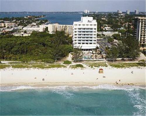 Howard Johnson Plaza Dezerland Beach Spa Hotel Miami Reservations