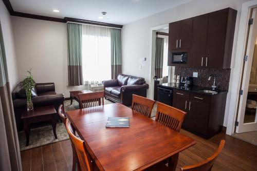 Condor Hotel Brooklyn In New York Ny Room Deals Photos Reviews