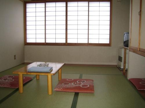 Habitació Estil Japonès amb Bany Compartit (Japanese-Style Room with Shared Bathroom)