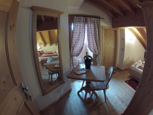 Doppel- oder Zweibettzimmer mit Bergblick (Double or Twin Room with Mountain View)
