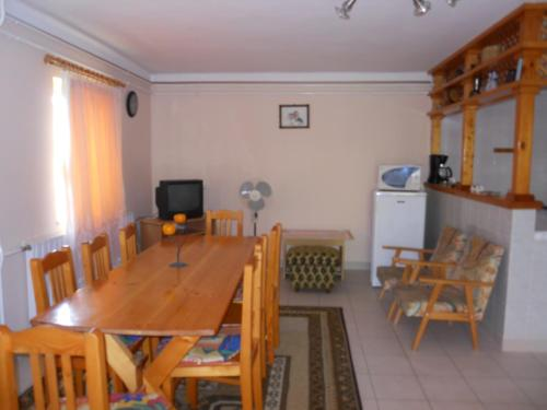 Apartament amb Terrassa (Four-Bedroom House with Terrace)