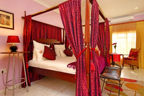 Bilik Double Termasuk Katil Empat Tiang (Double Room with Four Poster Bed)