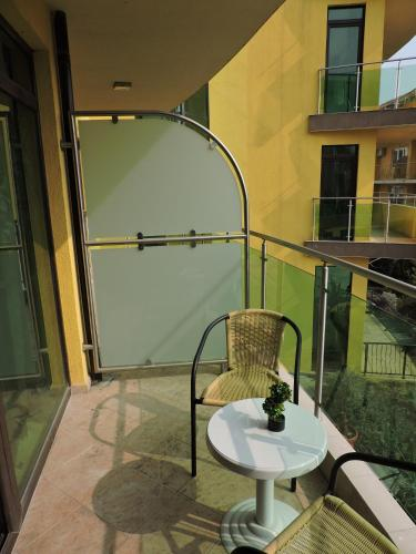 Double or Twin Room with Balcony - Free WiFi