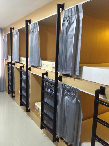 Dormitorio (6 Adulti) (Dormitory Room (6 adults))