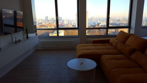 Skyline Riverside Apartment