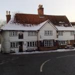 Hotels near Headcorn Aerodrome - The Chequers Inn