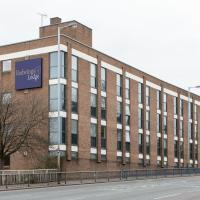 Hotels near Wolverhampton Civic Hall - Redwings Lodge Wolverhampton Central
