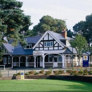 Hotels near Bournemouth University - The Lodge At Meyrick Park Guest House