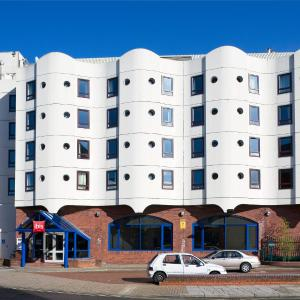 Portsmouth Guildhall Hotels - ibis Portsmouth