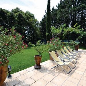 Holiday home Menerbes J-772